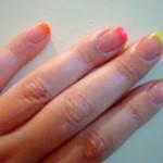 como-fazer-unhas-francesinhas-neon-verao-2013-4