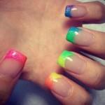 como-fazer-unhas-francesinhas-neon-verao-2013-5