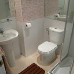 decoracao-simples-de-banheiros-pequenos-8