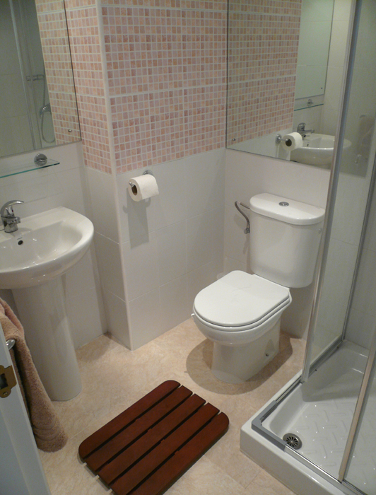 Decoração Simples de Banheiros Pequenos -> Decoracao De Banheiro Pequeno E Barato