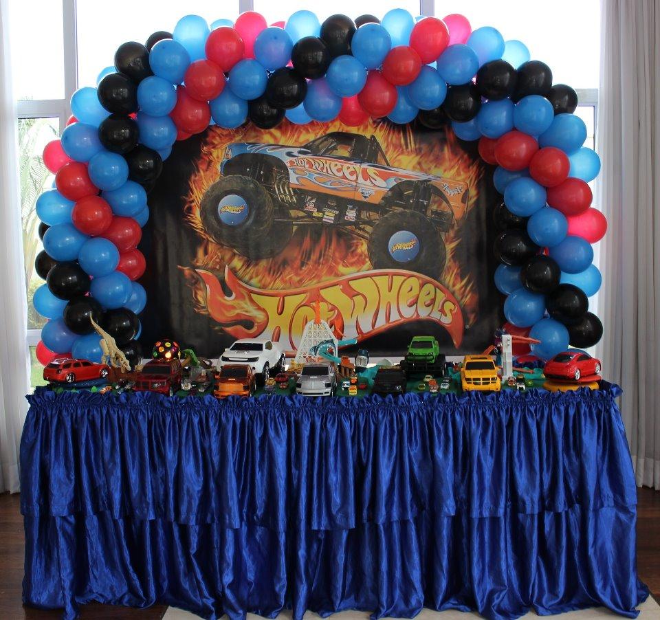 Decora o para festa tema hot wheels for Decoracion de cuarto hot wheels