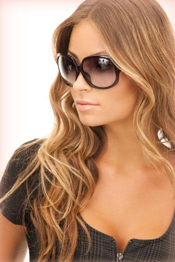 ea594489dc7d7 Portanto se quer curtir o verão sem se preocupar com os seus olhos, compre  um óculos de uma marca conhecida e de qualidade e mesmo que o acessório  seja caro ...