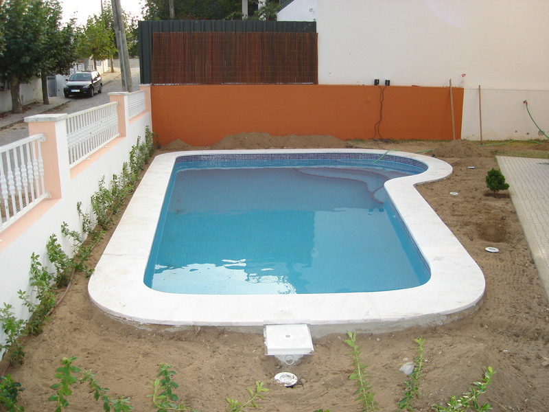 Piscinas residenciais fotos e modelos for Modelos de piscinas modernas